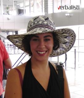 Hana Catic na Beogradskom aerodromu pred put u Oksford
