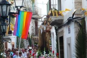 La virgen en la procesion