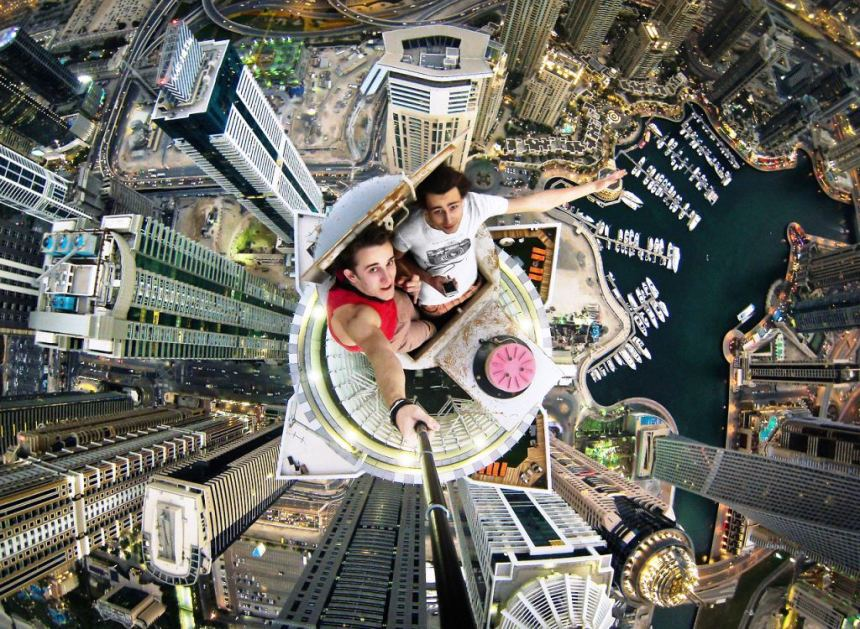 19 Year old Daredevil Alexander Remnev scaled Dubai's tallest residential building, and takes epic, stomach-churning selfies